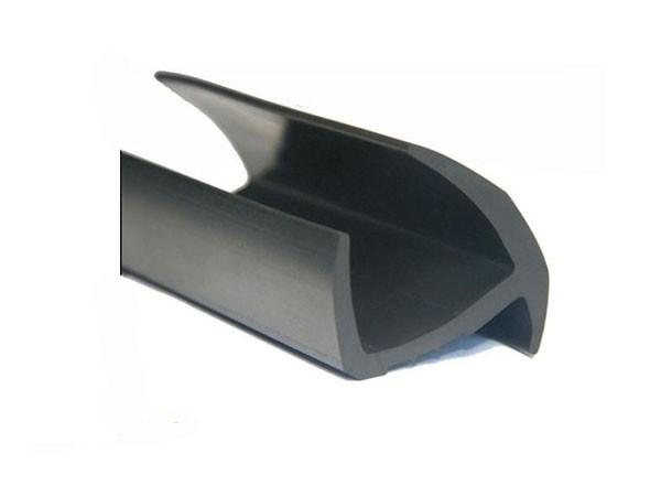 Уплотнитель резиновый для ворот фургона (Газель) 28 мм